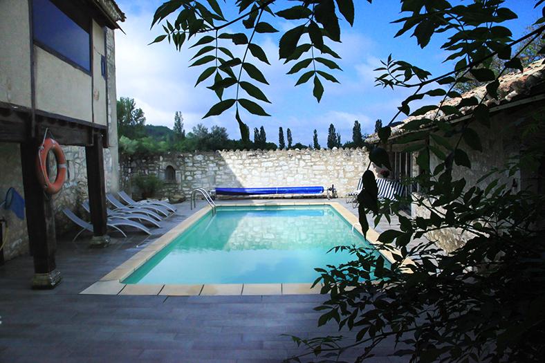 vue de la piscine moulin de bernard